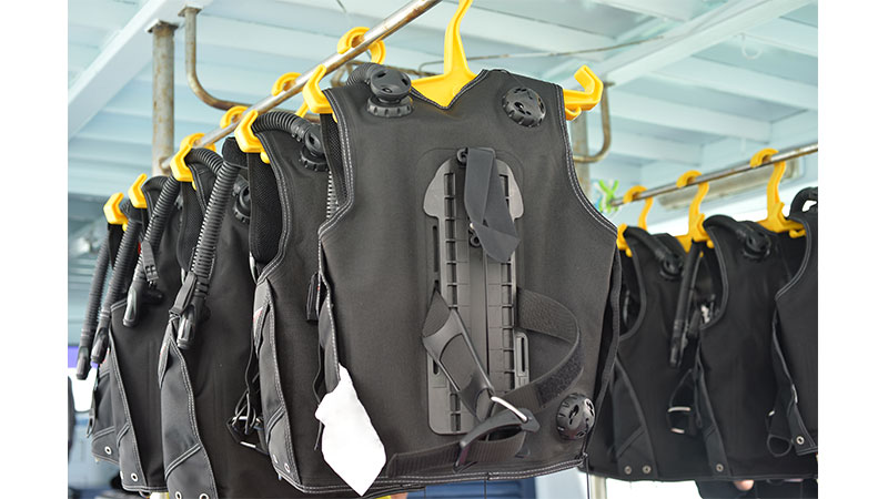 What Are Scuba Diving Buoyancy Compensating Devices (BCDs)